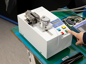 自動引張試験機